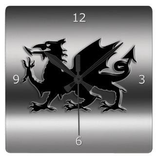 Dragão estilizado preto de Galês no metálico-olhar Relógios De Pendurar