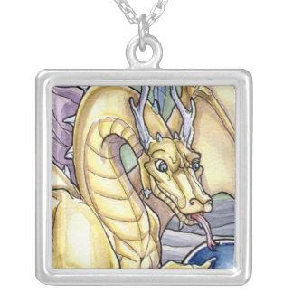 Dragão místico dourado colar com pendente quadrado