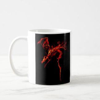 Dragão vermelho feito do fogo caneca de café