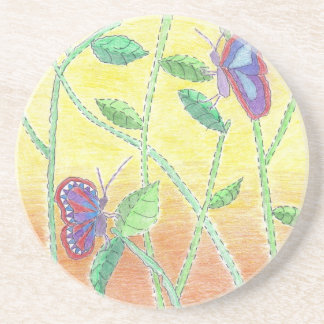 Duas borboletas na floresta porta copos de arenito