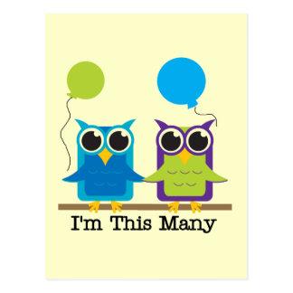 Duas corujas eu sou camiseta deste muito aniversár cartões postais