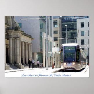 Dublin Ireland, bonde de Luas da rua de Harcourt Poster