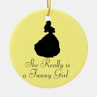 É realmente um ornamento engraçado da menina