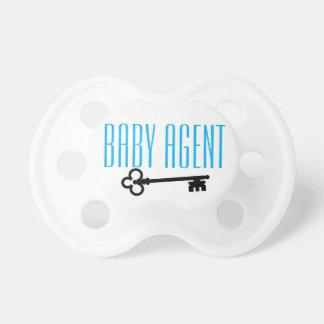 É um bebê. É um agente. Ou nah Chupeta