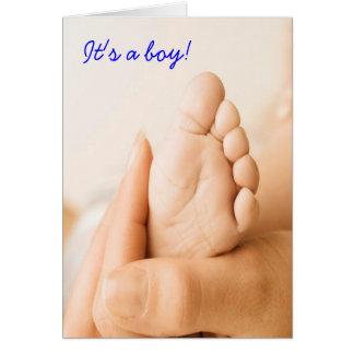 É um cartão do bebê do menino