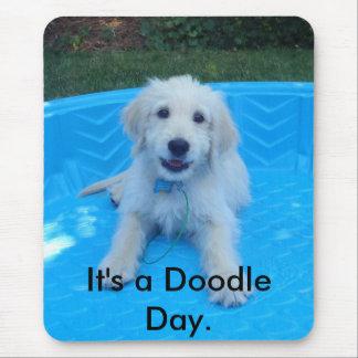 É um dia do Doodle Mouse Pad