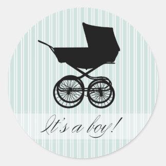 É um menino! Etiqueta do carrinho de bebê azul Adesivo Redondo