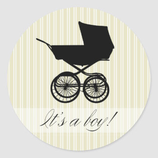 É um menino! Etiqueta verde do carrinho de bebê Adesivo Redondo