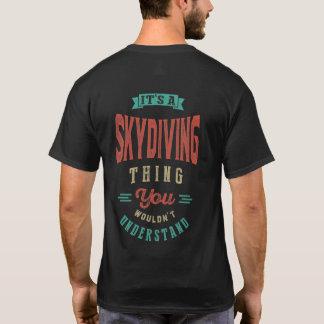 É um t-shirt da coisa   de Skydiving