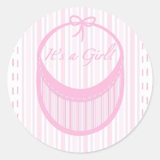 É uma etiqueta do anúncio do nascimento da menina adesivos em formato redondos
