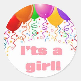 É uma menina!  Anúncio do bebê Adesivo Em Formato Redondo