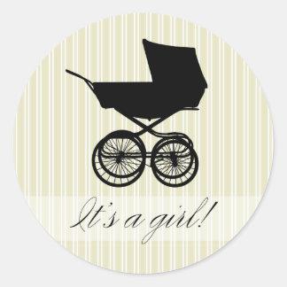 É uma menina! Etiqueta verde do carrinho de bebê Adesivos Redondos