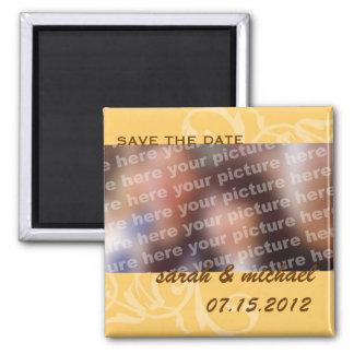 Economias do amarelo a foto do anúncio do casament ima