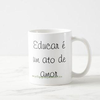 Educar é um ato de amor caneca de café