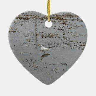 Egret nevado ornamento de cerâmica coração