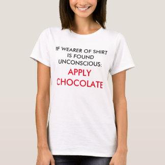 Em caso de urgência: Aplique o chocolate - amantes Camisetas