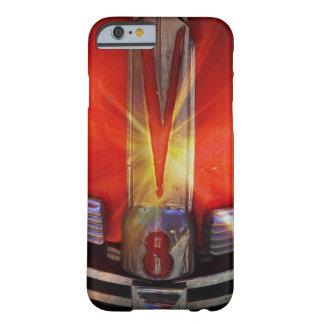 Emblema do cromo de V8 em Hotrod Capa iPhone 6 Barely There