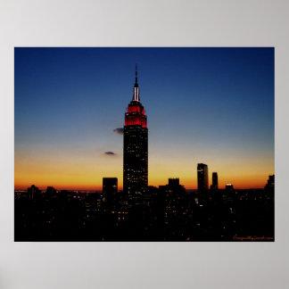 Empire State Building no por do sol Posters