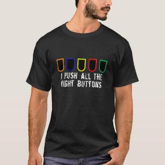 Empurrando a camisa dos botões