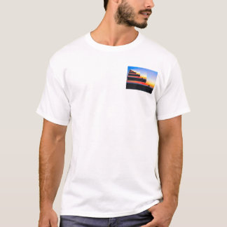Encalhe em uma praia em uma praia em uma praia tshirts