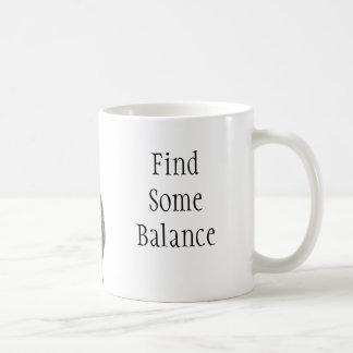 Encontre algum equilíbrio caneca de café
