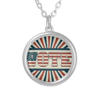 Engrenagem de votação retro colar banhado a prata