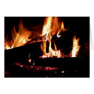 Entra a fotografia morna do fogo da lareira cartão comemorativo
