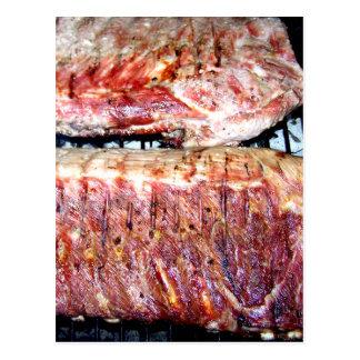 Entrecostos de porco da carne de porco na grade cartão postal