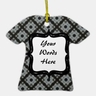 Entrecruzamento preto cinzento ornamento de cerâmica camiseta