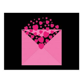 Envelope cor-de-rosa do coração do amor cartao postal