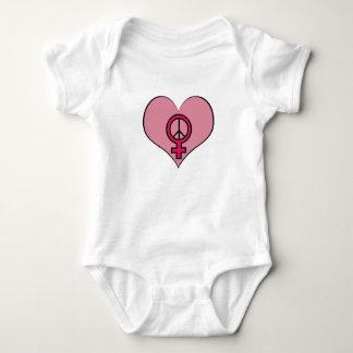 Equipamento feminista do bebê do coração do tshirt