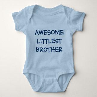 Equipamento IMPRESSIONANTE do bebê azul de IRMÃO O Tshirt