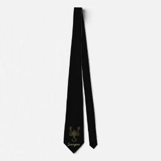 Escorpião dourada gravata