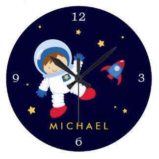Espaço do menino do astronauta temático relógio grande