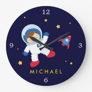 Espaço do menino do astronauta temático relógios de pendurar
