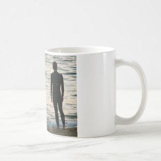 esperando uma onda caneca de café