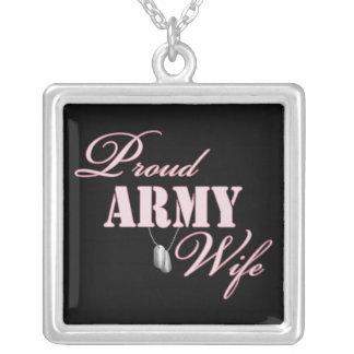Esposa orgulhosa do exército colar com pendente quadrado