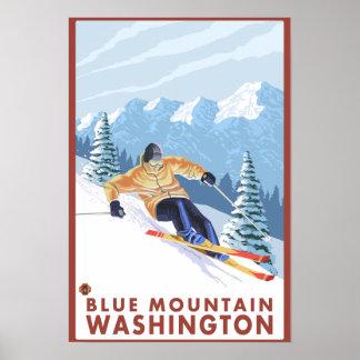 Esquiador da neve de Downhhill - montanha azul Posteres