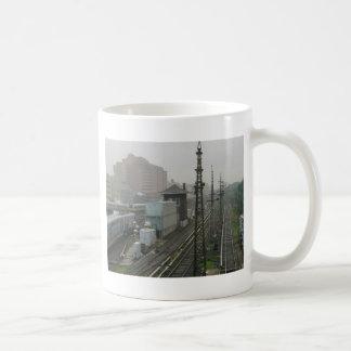 Estação de estrada de ferro caneca de café
