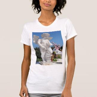 Estátua do anjo no branco tshirts