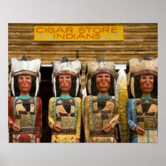 Estátuas do indiano da loja de charuto