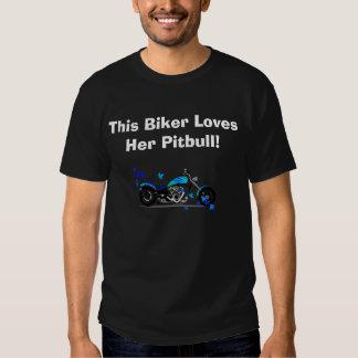 Este motociclista ama seu Pitbull Camiseta
