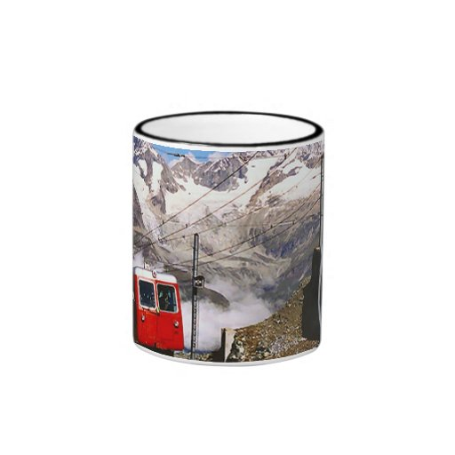 Estrada de ferro da montanha, região de Jungfrau Canecas