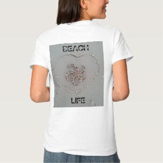 Estrela do mar da vida da praia em um t-shirt do