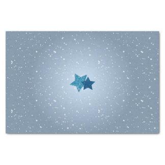 Estrelas azuis de prata no tecido azul do teste papel de seda