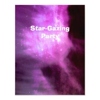 Estrelas cor-de-rosa roxas no espaço convite 10.79 x 13.97cm