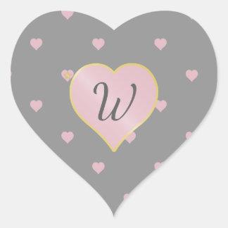Estrelas dentro dos corações na etiqueta cinzenta
