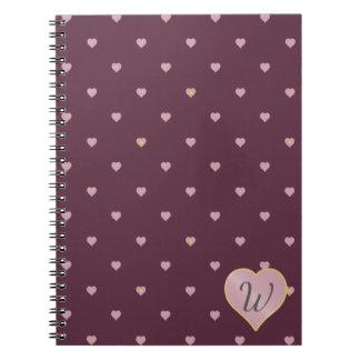Estrelas dentro dos corações no caderno do porto