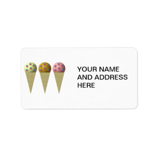 Etiqueta 3 cones do sorvete: Baunilha, chocolate & morango