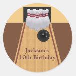 Etiqueta da festa de aniversário da boliche de adesivo redondo